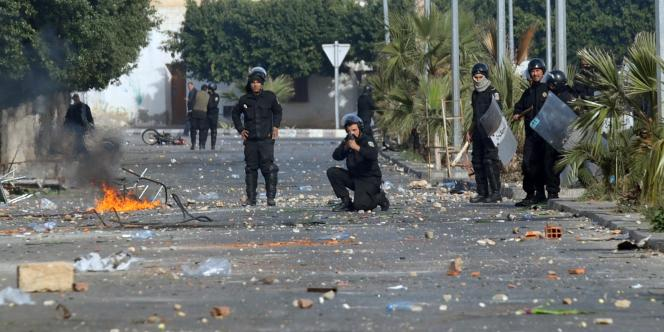 Dans les rues de Tunis, mercredi 10 janvier.