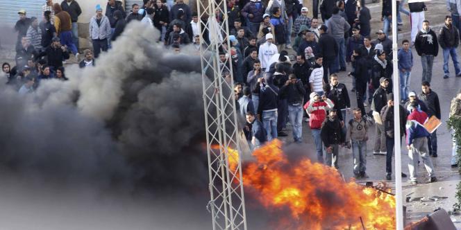 Manifestation à la cité Ettadhamen (Solidarité) de Tunis, mercredi 12 janvier.