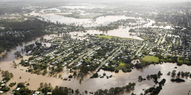 Le niveau de la montée du fleuve Brisbane qui traverse la ville s'établissait à 4,46 mètres jeudi vers 5 h 30, alors que les autorités craignaient d'abord qu'il ne monte d'un mètre de plus.