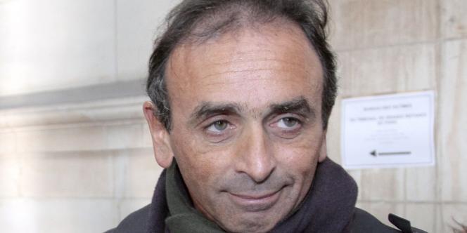 Le chroniqueur, journaliste et écrivain Eric Zemmour et son avocat Olivier Pardo arrivent au tribunal correctionnel de Paris le 11 janvier 2011.
