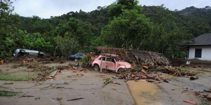 Vue des dévastations dans le village de Vieira, à 40 kilomètres de Teresopolis.