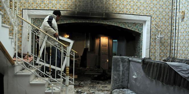 La maison de Belhassen Trabelsi, beau frère de l'ancien président, brûlée lors des manifestations du 15 juillet 2011.