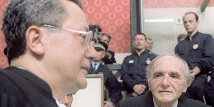 Klaus Barbie et son avocat, Jacques Vergès, à Lyon, au premier jour du procès du