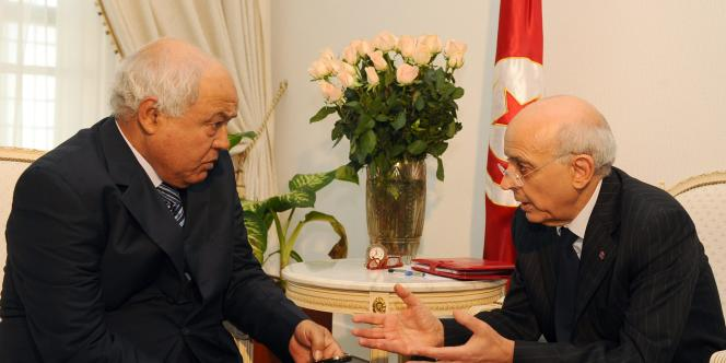 Ahmed Brahim, à gauche, en discussion avec le premier ministre, Mohammed Ghannouchi.