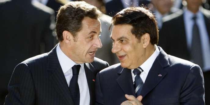Nicolas Sarkozy et Zine El Abidine Ben Ali, le 28 avril 2008 lors d'une cérémonie à Tunis.