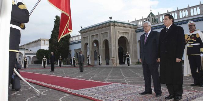 Le président Ben Ali devant le palais de Carthage, en janvier 2011.