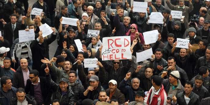 Mardi 18 janvier, plusieurs milliers de manifestants sont descendus dans les rues pour dénoncer la présence à des postes clés de ministres du président déchu Ben Ali.