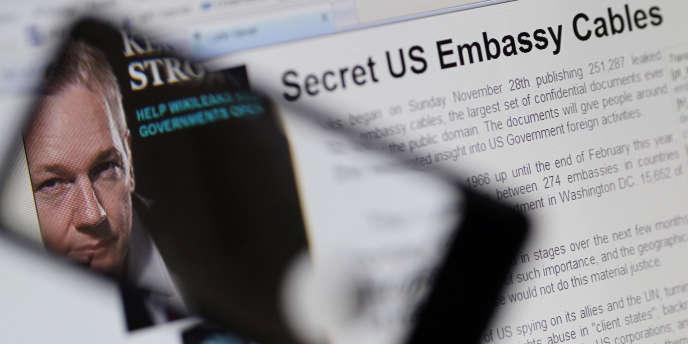 Le visage de Julian Assange apparaît sur le site Internet de WikiLeaks, qu'il a fondé pour divulguer des documents secrets.