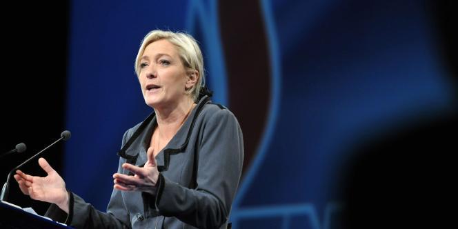 Marine Le Pen au congrès du FN à Tours, le 16 janvier 2011.