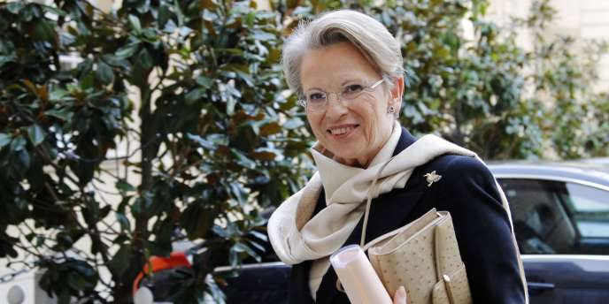 La ministre des affaires étrangères, Michèle Alliot-Marie, à Matignon, le 17 janvier.
