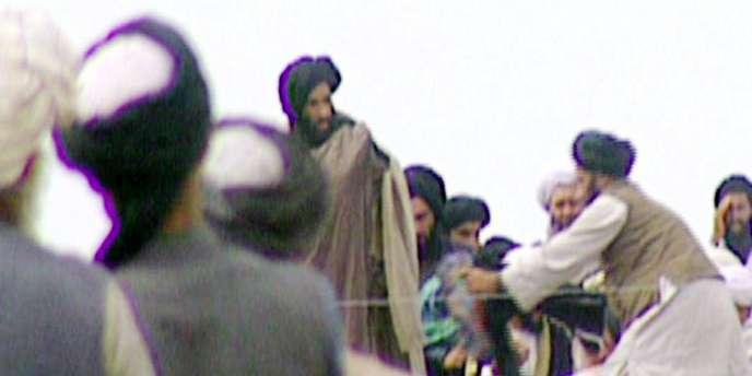 L'une des rares images du mollah Omar, en 1996, tirée d'une émission de la BBC.
