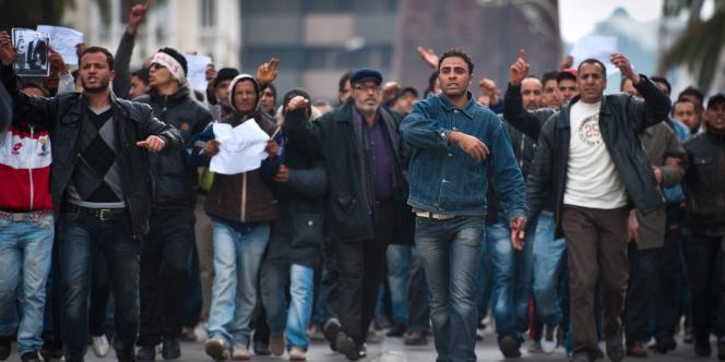Des manifestants protestent depuis plusieurs jours contre le maintien au gouvernement de six anciens ministres de Ben Ali.