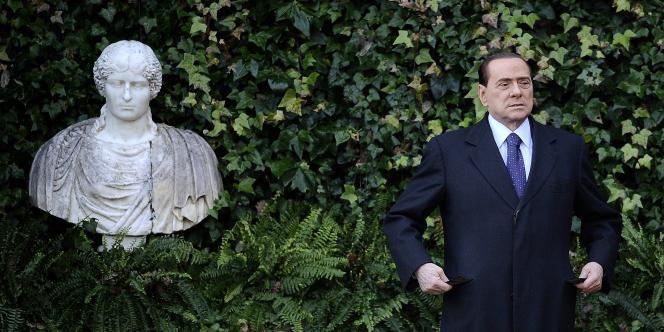 Silvio Berlusconi avant une rencontre avec le président slovène, mardi 18 janvier 2011, villa Madame à Rome.