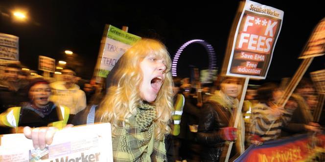 Des étudiants protestent contre l'augmentation prévue des droits universitaires, à Londres le 19 janvier.