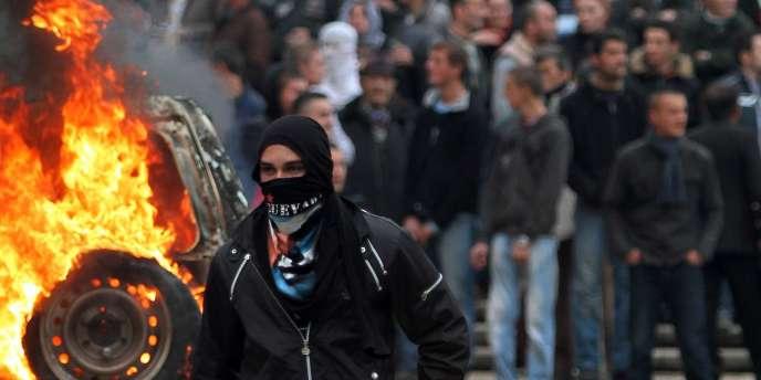Trois personnes ont été tuées par balles, à Tirana, lors d'une manifestation de l'opposition marquée par de violents accrochages avec les forces de l'ordre.