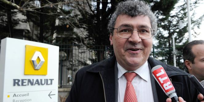 Michel Balthazard, le 11 janvier, devant le siège de Renault, à Boulogne-Billancourt.