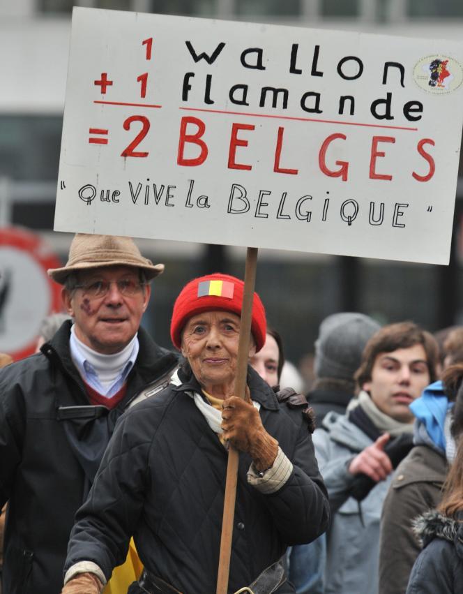 C'est la première fois depuis les législatives belges du 13 juin que des citoyens ordinaires expriment massivement leur exaspération face à l'impasse actuelle.