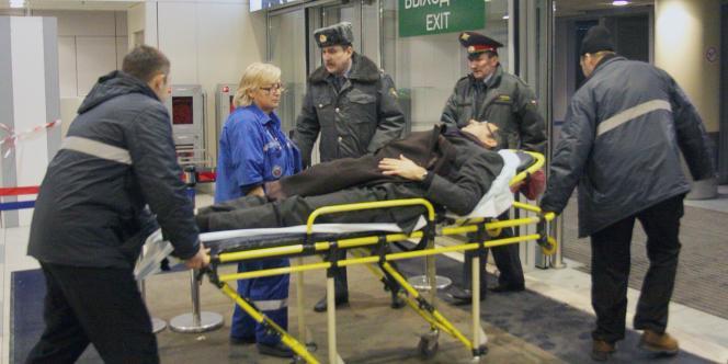 Un blessé est évacué de l'aéroport de Domodedovo.