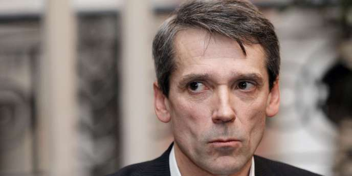 Bertrand Rochette, l'un des trois cadres mis en cause dans l'affaire d'espionnage industriel de Renault, lors d'une conférence de presse le 24 janvier 2010.