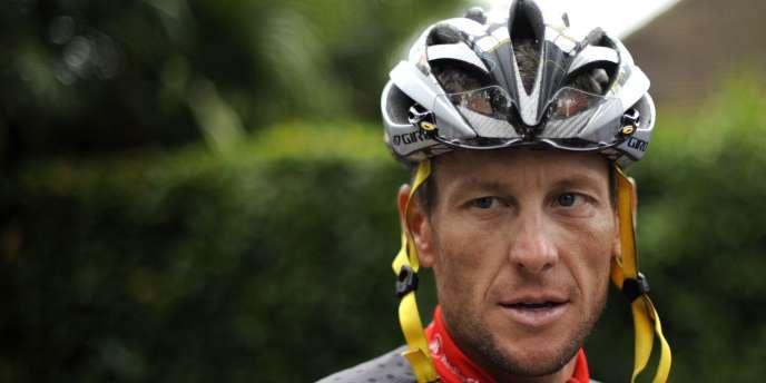 Lance Armstrong sera radié à vie du cyclisme professionnel, après avoir renoncé à poursuivre sa bataille judiciaire contre l'Agence américaine antidopage.