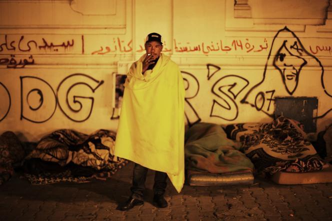 Tard dans la nuit de lundi 24 à mardi 25 janvier, les marcheurs venus des régions déshéritées de Tunisie ont continué à manifester en campant sous les fenêtres du premier ministre, à Tunis.
