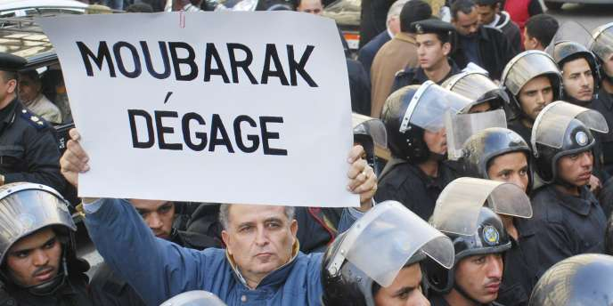 Le Parlement a été dissous dans la foulée du départ de M. Moubarak.