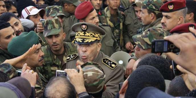 Le général Rachid Ammar est devenu un héros de la révolution tunisienne en s'adressant à la foule :