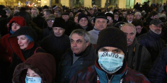 Quelque 7 000 personnes ont manifesté à Budapest en Hongrie, le 27 janvier 2011, pour le retrait de la loi controversée sur les médias.