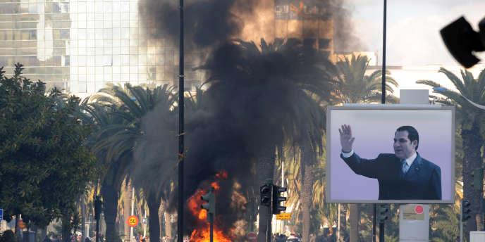 Quelques heures avant la chute du régime Ben Ali, l'ambassadeur de France à Tunis écrivait que ce dernier pouvait reprendre la main.