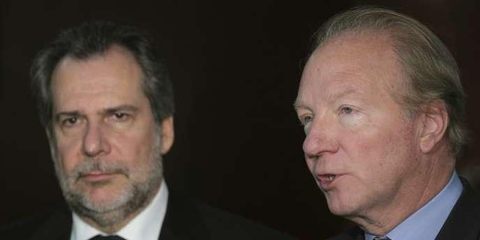 Le ministre de la protection des citoyens grec, Christos Papoutsis, et le ministre de l'intérieur français, Brice Hortefeux, le 27 janvier à Athènes.