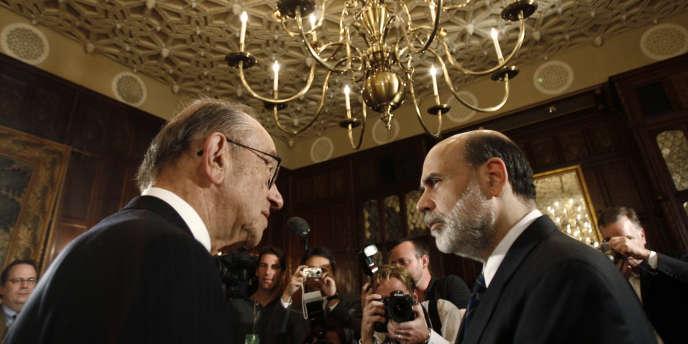 Alan Greenspan (à gauche), président de la Réserve fédérale américaine de 1987 à 2006, et Ben Bernanke qui la dirige depuis.