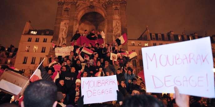 Manifestation de soutien aux opposants égyptiens, à Paris, place de la Fontaine des innocents, vendredi 28 janvier.