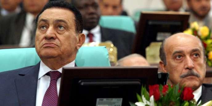 Hosni Moubarak et Omar Souleiman en décembre 2005.