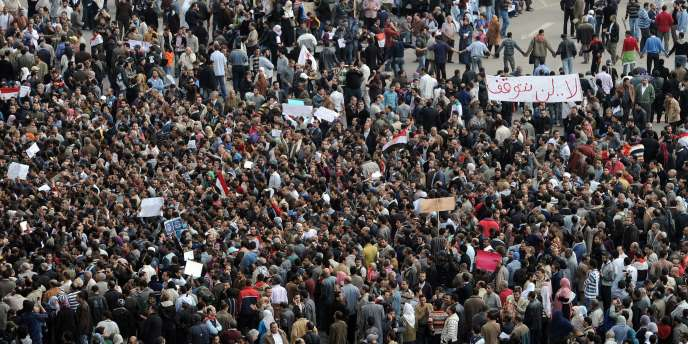 Des manifestants dans le centre du Caire, le 30 janvier 2011.
