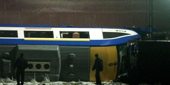 Un train de voyageurs et un train de marchandises se sont percutés pour une raison encore inconnue. Entre 10 et 20 personnes sont dans un état critique.