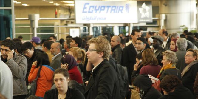 De nombreux voyagistes ont suspendu les départs et organisaient l'évacuation des touristes.