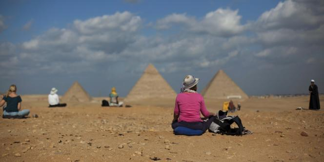 Le secteur du tourisme, qui fournit du travail à près de 10 % de la population, a plongé après la chute du régime d'Hosni Moubarak en février 2011.
