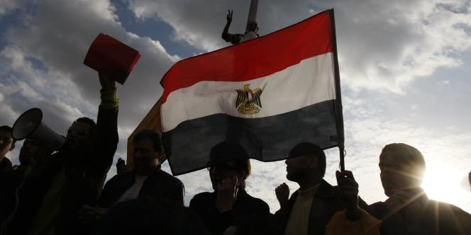 Les manifestations anti-Moubarak rassemblent des tendances variées, des plus laïques aux plus religieuses, au sein desquelles les Frères musulmans n'ont pas cherché à jouer un rôle de premier plan.