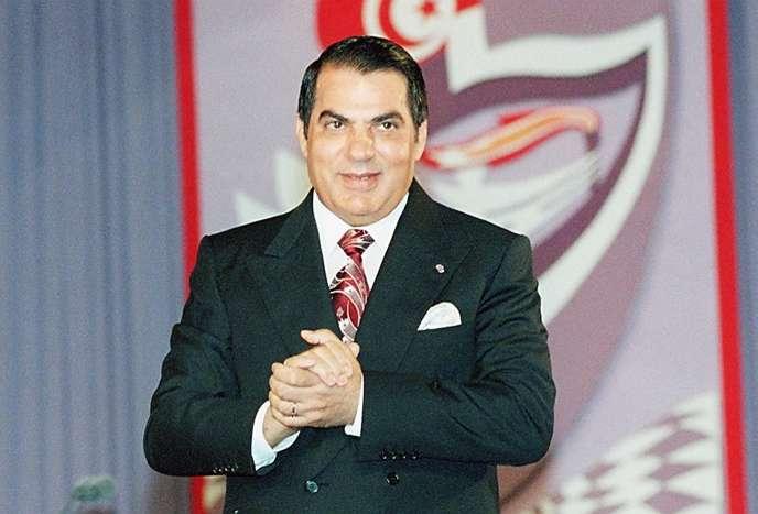 Sous l'influence du clan Ben Ali 25 décrets ont été promulgués afin d'introduire « de nouvelles exigences d'autorisation préalable dans 45 secteurs différents et de nouvelles restrictions en matière d'investissements directs étrangers dans 28 secteurs ». Ces décrets visaient à restreindre la concurrence et à préserver des rentes dans des secteurs où opéraient des sociétés liées au clan Ben Ali (Ben Ali, en juillet 1998).