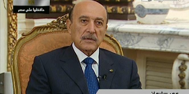 Le vice-président égyptien Omar Souleiman à la télévision nationale, jeudi.