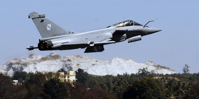 Un Rafale français en Inde, en février 2011. Des sources militaires affirment que des avions similaires sont en mission de reconnaissance au-dessus du territoire libyen.