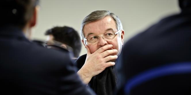 Le ministre de la justice Michel Mercier a officiellement saisi, mercredi 21 septembre, le Conseil supérieur de la magistrature (CSM) d'une liste de cinq procureurs généraux sur lesquels il réclame un avis.