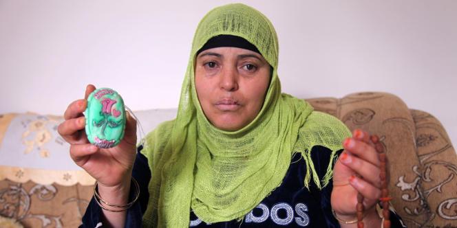 Sa mère Rebeh a conservé les cadeaux qu'Ahmed lui a confectionnés, à partir de savons, durant sa détention.