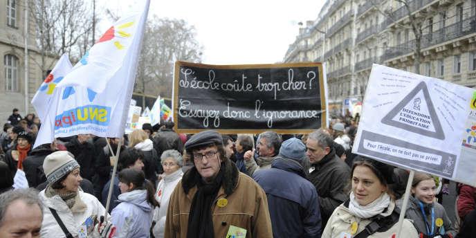 En Ile-de-France, les actions locale se multiplient pour dénoncer les suppressions de postes prévues à la rentrée 2012.