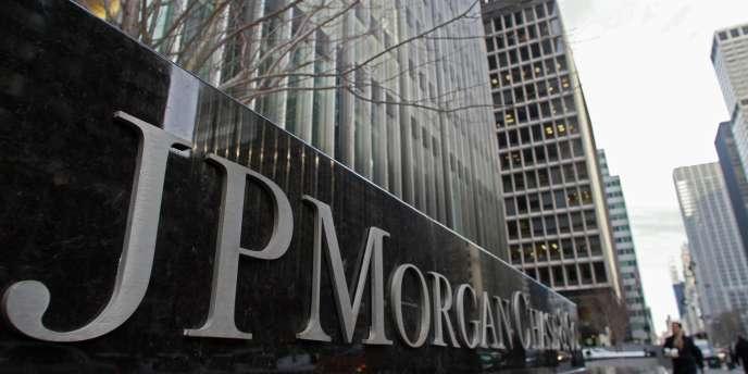 La banque américaine fait face à des enquêtes à la fois civile et pénale à propos de titres obligataires adossés à des prêts immobiliers titrisés et vendus par la firme et ses filiales.