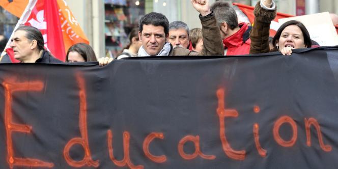 Des enseignants manifestent dans les rues de Marseille, en février 2011.