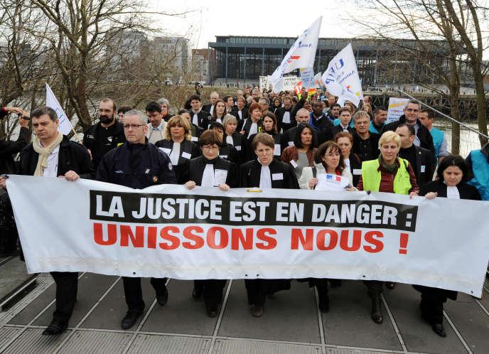 Magistrats, avocats et greffiers avaient déjà manifesté nombreux dans toute la France, le 10 février 2011, comme ici, à Nantes.