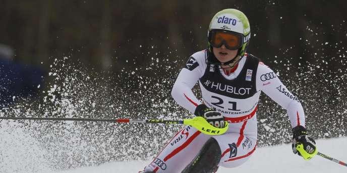 Anna Fenninger est championne du monde de super-combiné.