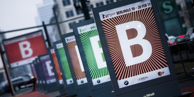 Des affiches de la 61e Berlinale sur la Potsdamer Platz à Berlin, le 31 janvier 2011.