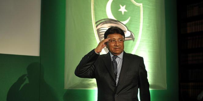 Peu après son arrivée au pouvoir, en juin 2001, le président Pervez Musharraf lance une vaste opération de